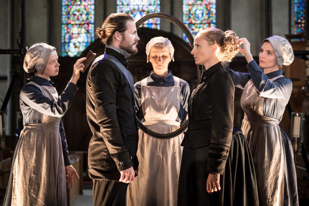 Harry Anton and Helen Miller as Macbeth and Lady Macbeth